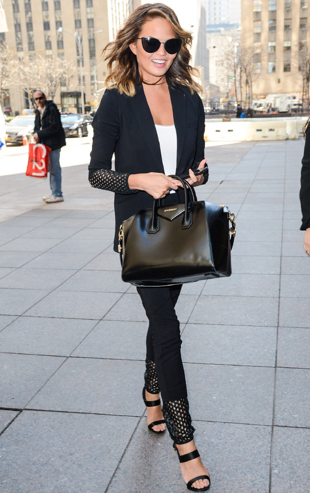 rs_634x1007-150402161124-634.Chrissy-Teigen-NYC.ms.040215
