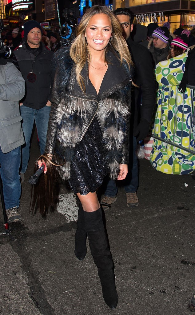 rs_634x1024-150101104316-634-Chrissy-Teigen-New-Years-Eve-2015-JR1-10115