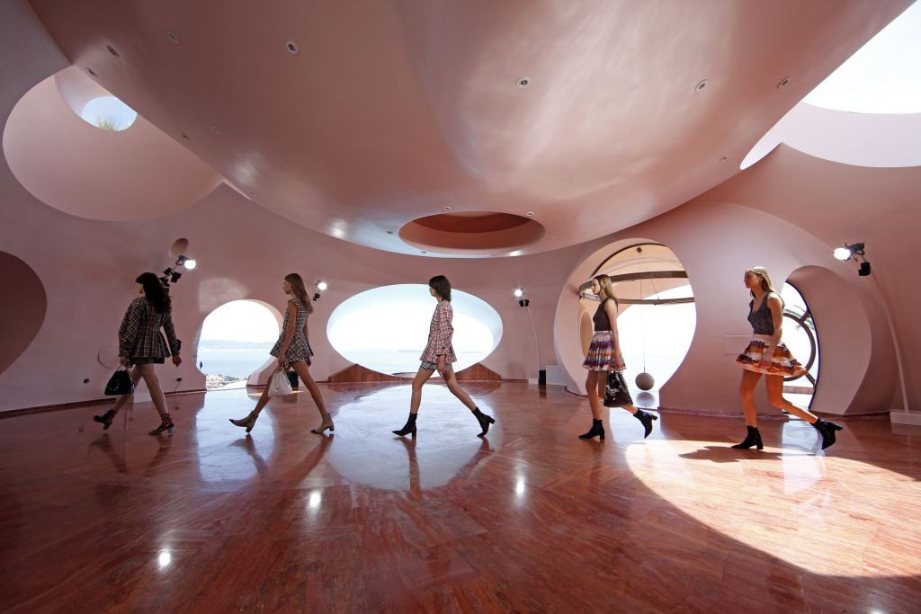 Models present creations by Belgian designer Raf Simons for Dior's women CRUISE 2016 collection during a fashion show at the Palais Bulles (or Palace of Bubbles) by Hungarian architect Antti Lovag in Theoule-sur-Mer, near Cannes, Southern France, May 11, 2015. The 68th Cannes Film Festival will run from May 13 to 24, 2015.  REUTERS/Benoit Tessier  - RTX1CHSI